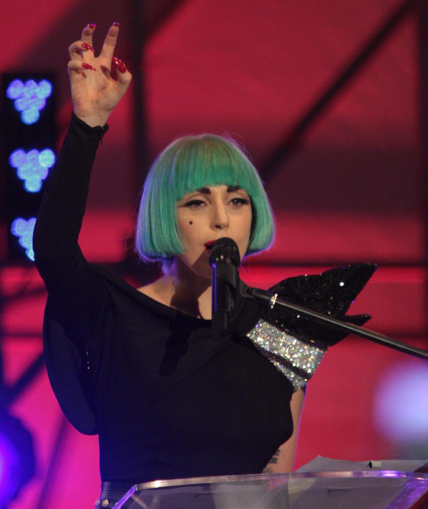 Lady Gaga Renkli Saç