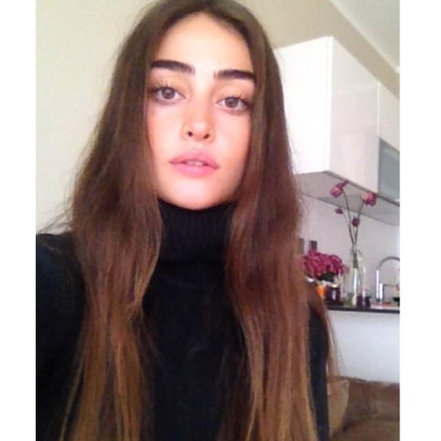 Esra Bilgiç instagram