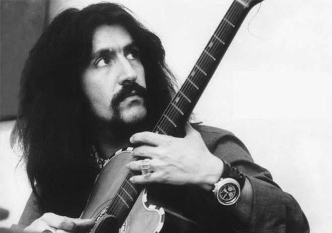 Barış Manço ve Gitarı
